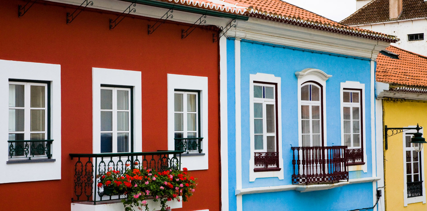 Azores, Terceira - Colorful houses